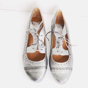 NWOT Latigo Silver Oxford Tie Shoes 7.5
